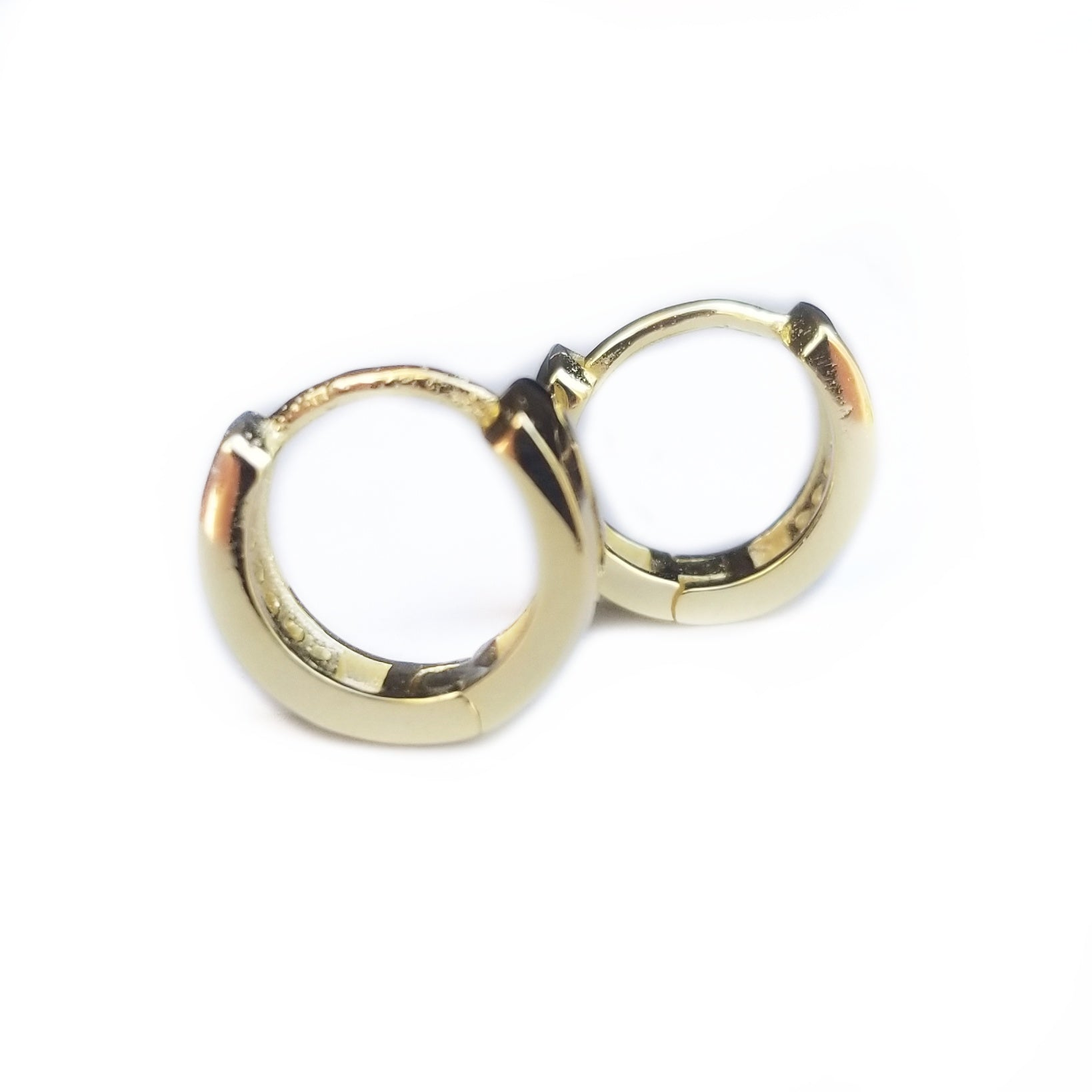 Huggy style earring sterling silver gold plated