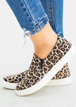 Load image into Gallery viewer, Leopard Printed Round Toe Sneakers - Leopard