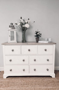 Grand Chest of Drawers