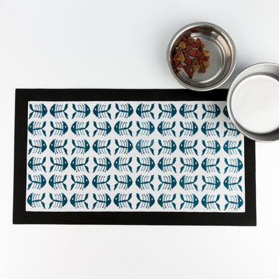 Blue and white 'Bonefish' non-slip cat food mat - DoodlePippin
