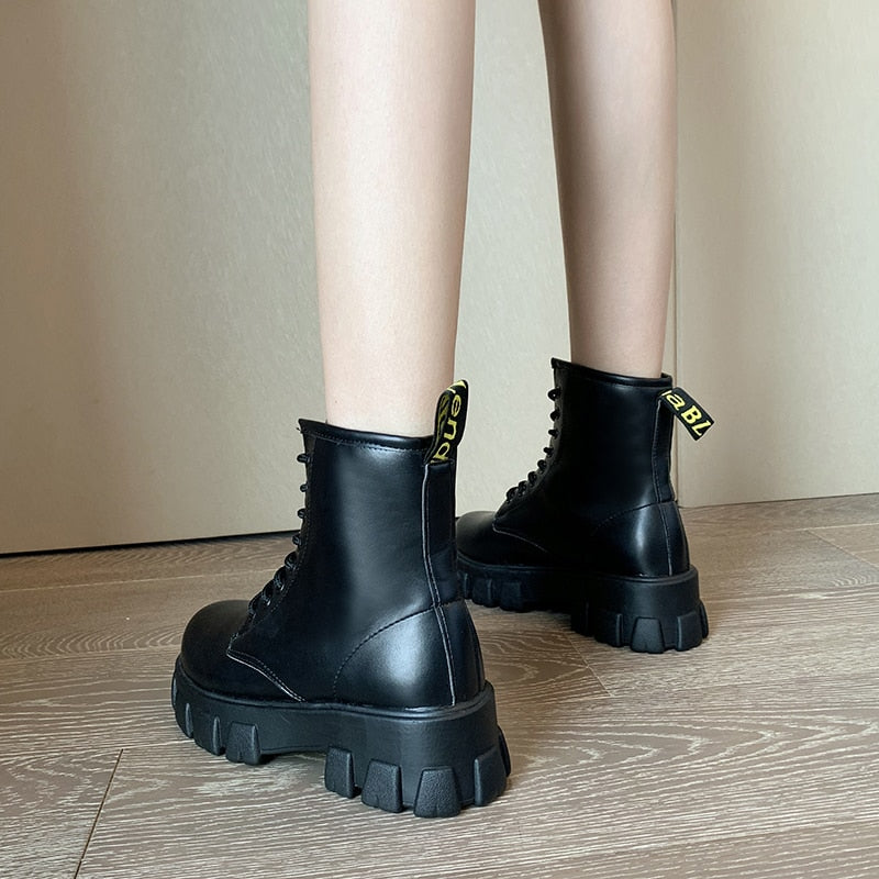 Winter Shoes Women Boots Round Toe Flats Black Leather Platform Boots