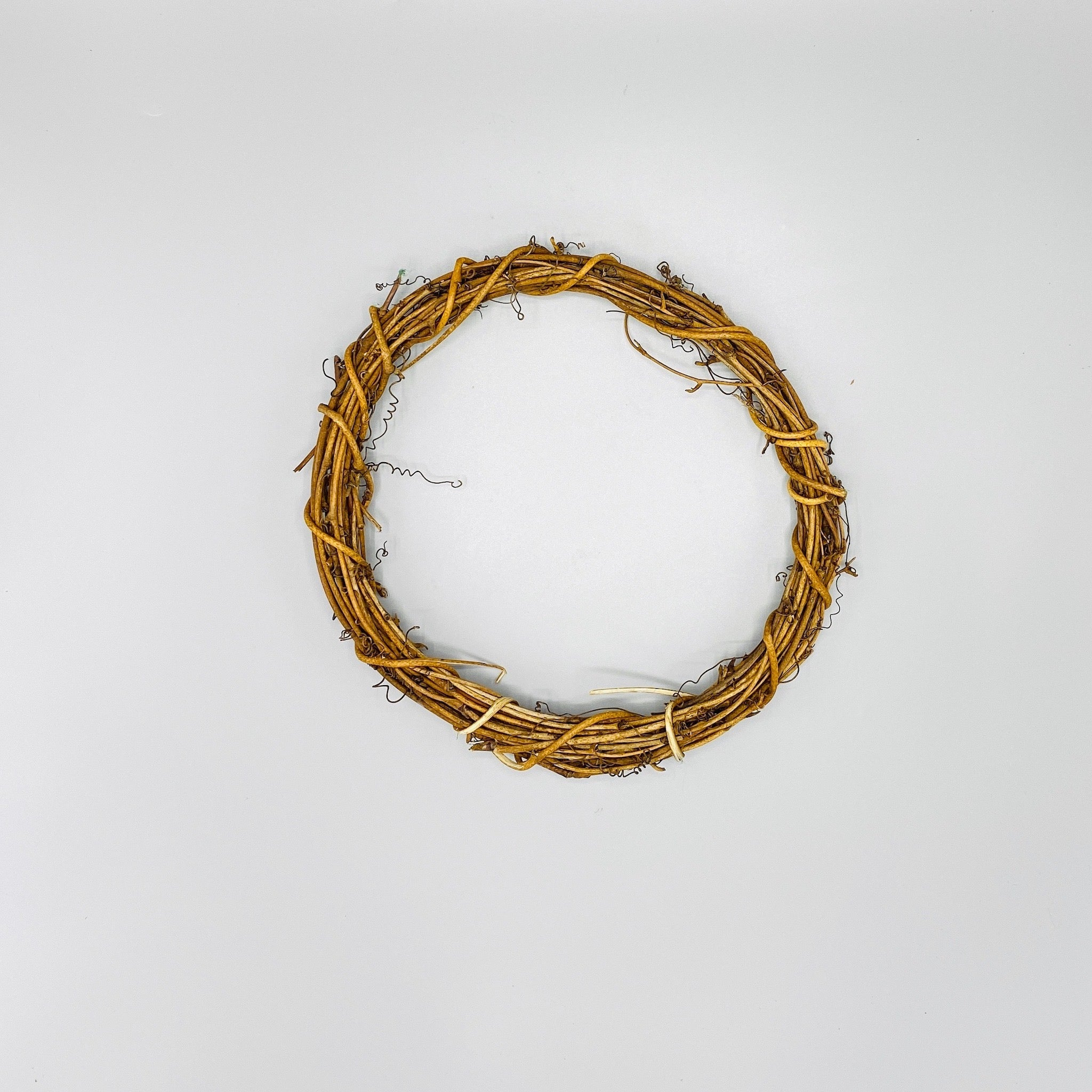 Natural Woven Vine Wreath - N á t t ú r a l