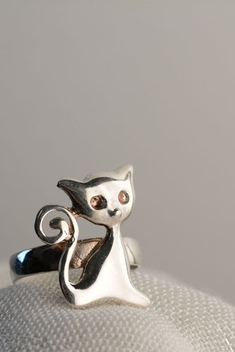 Cat ring - Delicate Ring | Mineovermatter Designs