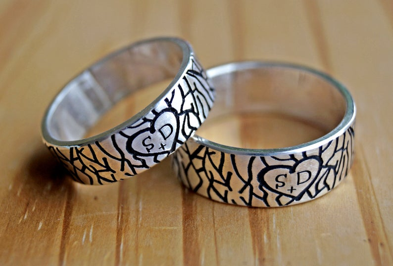 Personalized initial wedding rings, tree bark ring for couples | Mineovermatter Designs