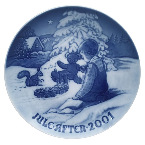 Bing & Grondahl Christmas Plate 2001 - Playing In The Snow