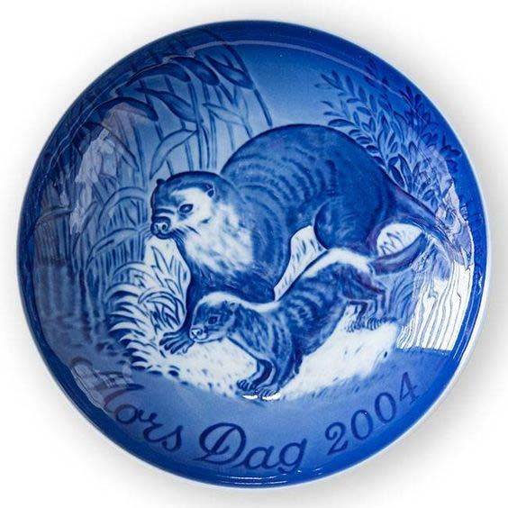 Bing & Grondahl Mothers Day Plate 2004 - Otter With Cub