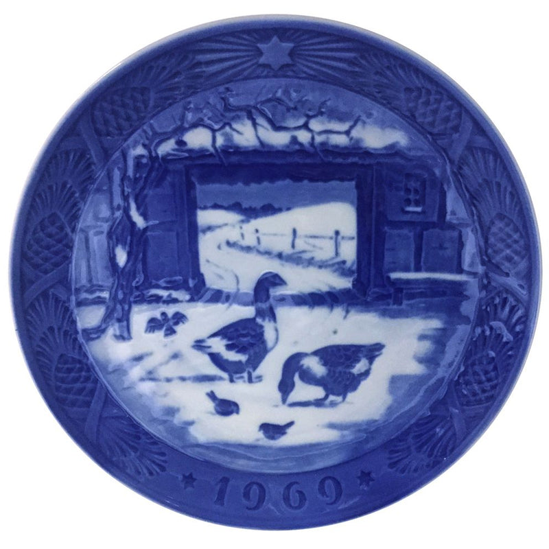 Royal Copenhagen Christmas Plate 1969 - In The Old Farmyard