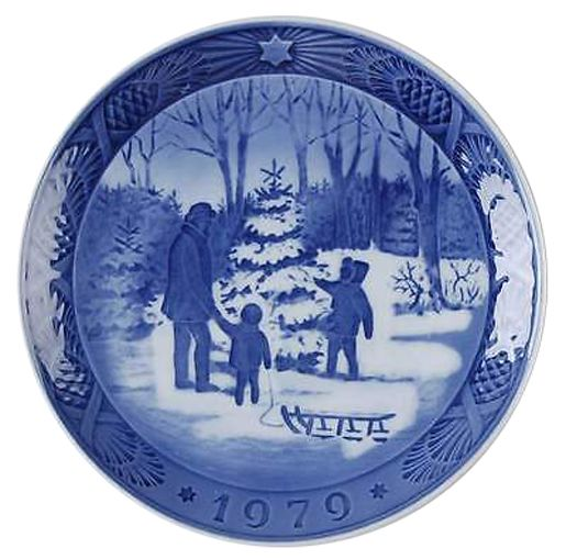 Royal Copenhagen Christmas Plate 1979 - Choosing a Christmas Tree