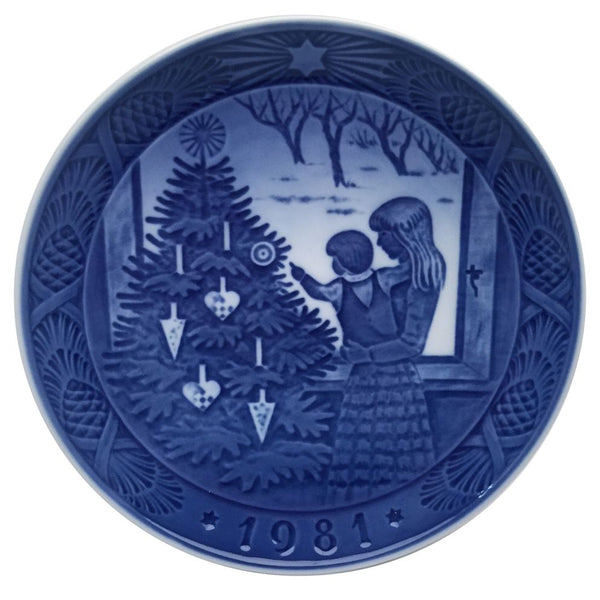 Royal Copenhagen Christmas Plate 1981 - Admiring The Christmas Tree