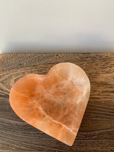 Load image into Gallery viewer, Selenite Heart Bowl