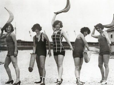 Women playing basque pelota. England, 1925. Bihotz Paris