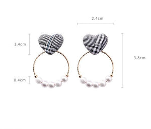 Wild Houndstooth Pearl Geometric Earrings