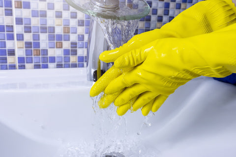 Chemical-resistant safety gloves