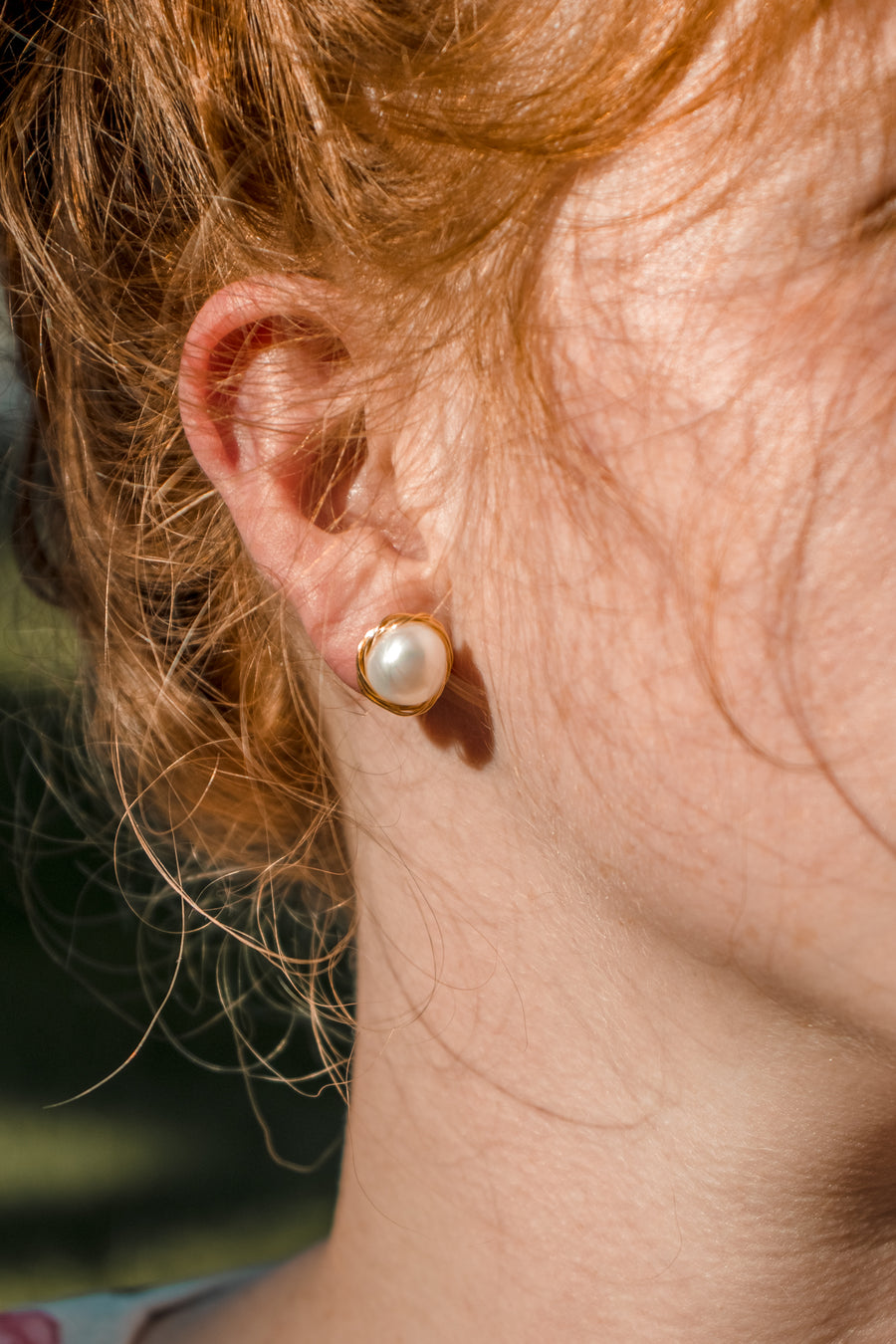 Hirsch & Timber: Freshwater Pearl  Earrings Gold Knot