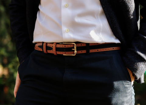 A perfectly fitted belt in the middle of 3 holes