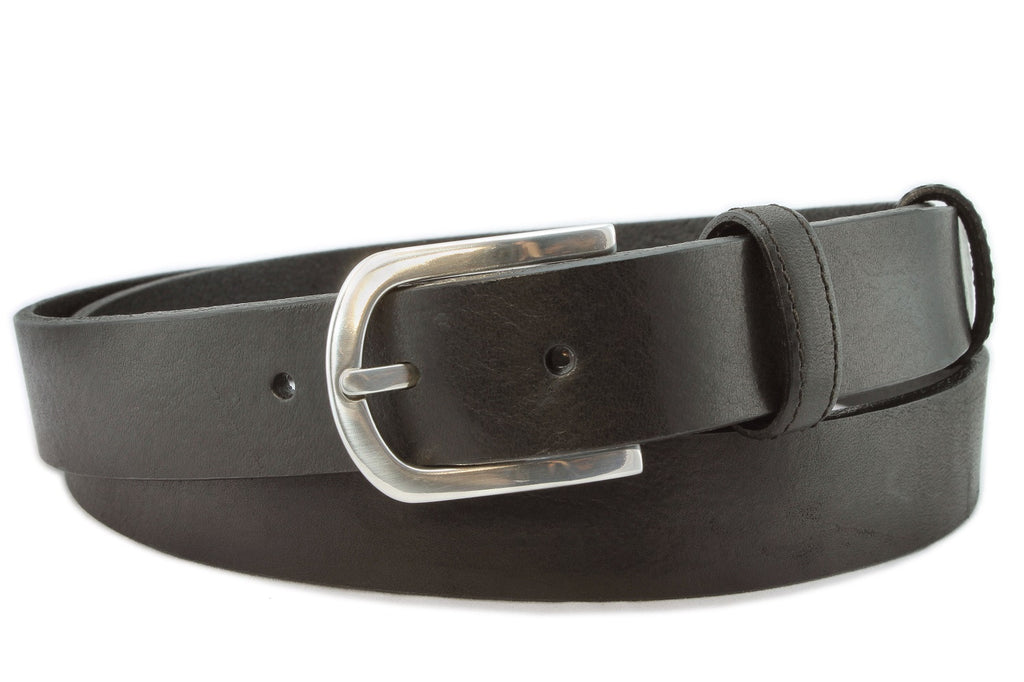 A Unisex Black Chunky Narrow Belt With A Lined Silver Buckle.