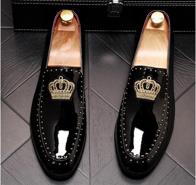 Men's New Arrival Elegant Embroidery Crown Flats Round Toe Classic Loafers