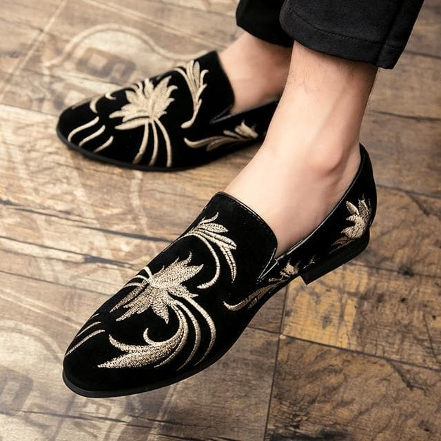 Men's New Fashion Ethnic Style Embroidery Classic Flats Pointed Toe Loafers