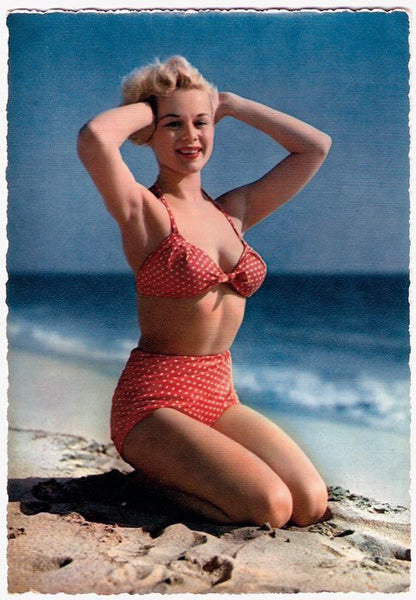 Pin-up avec maillot de bain polka