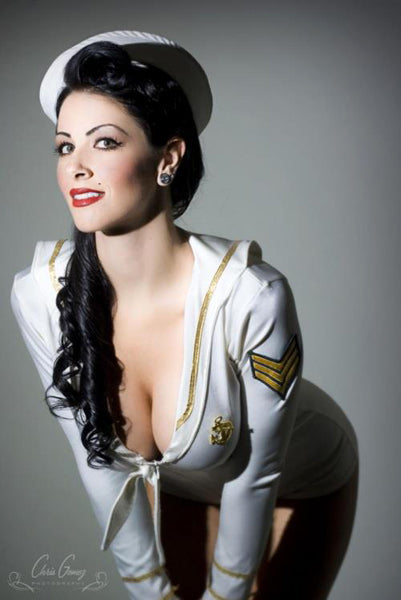 Sublime pin-up sailor
