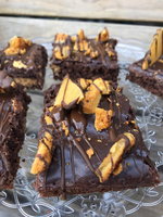 Load image into Gallery viewer, Honeycomb Chocolate Brownies