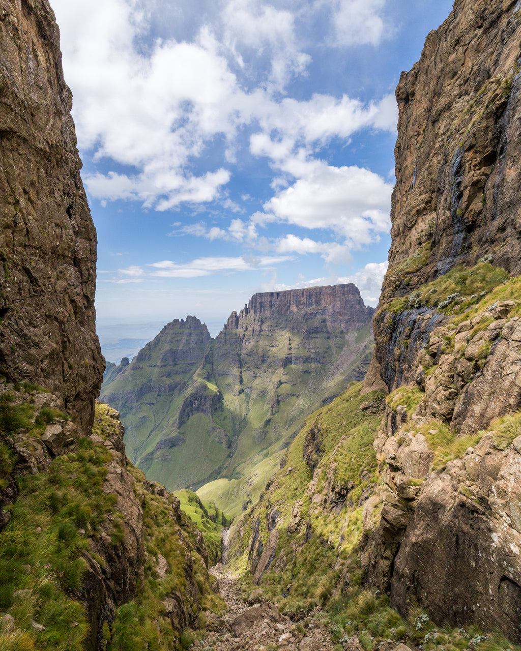 Grey's Pass in Central Drakensberg, trekking and hiking South Africa