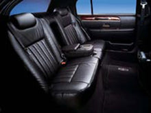Load image into Gallery viewer, 3 Passenger Lincoln Executive Town Car - NY Wine Tours
