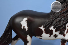 Load image into Gallery viewer, Wing Commander-Chestnut Five Gaiter-Breyer Traditional