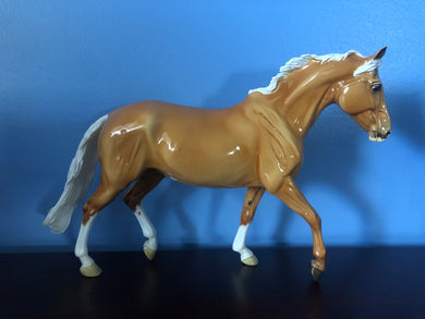 Glossy Palomino Slainte Surprise-Breyerfest 2020 Exclusive-Breyer Traditional