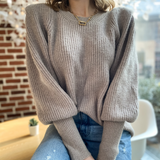 Pull taupe maille douce à épaulettes