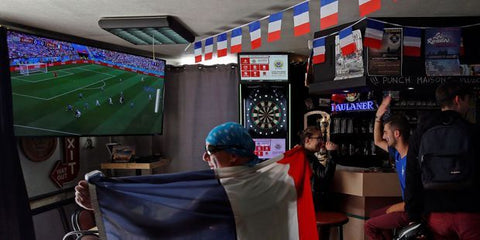 supporter dans un bar
