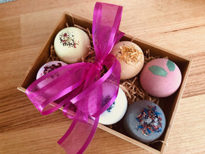 Load image into Gallery viewer, Teacher / Christmas / Birthday Bath Bomb Hamper 4