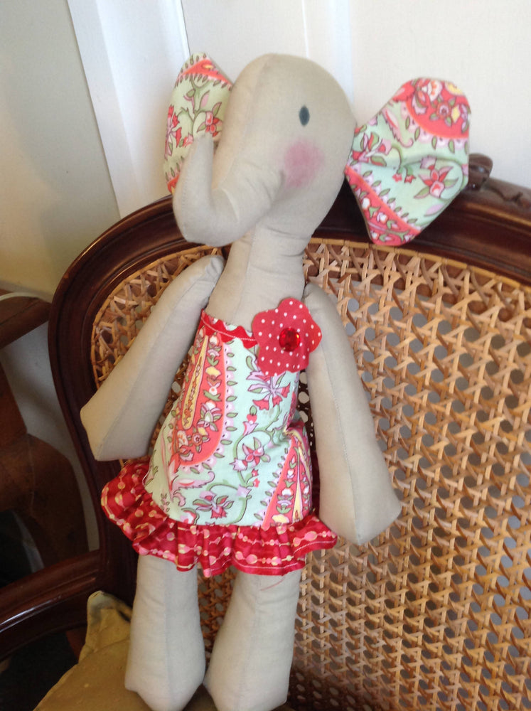 Girl Elephant (Red Frill)