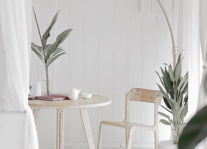 Our Favorite Ways to Use Tropical Plant Leaves as Decor