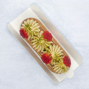 Eclair #20 - Pistachio & Strawberry