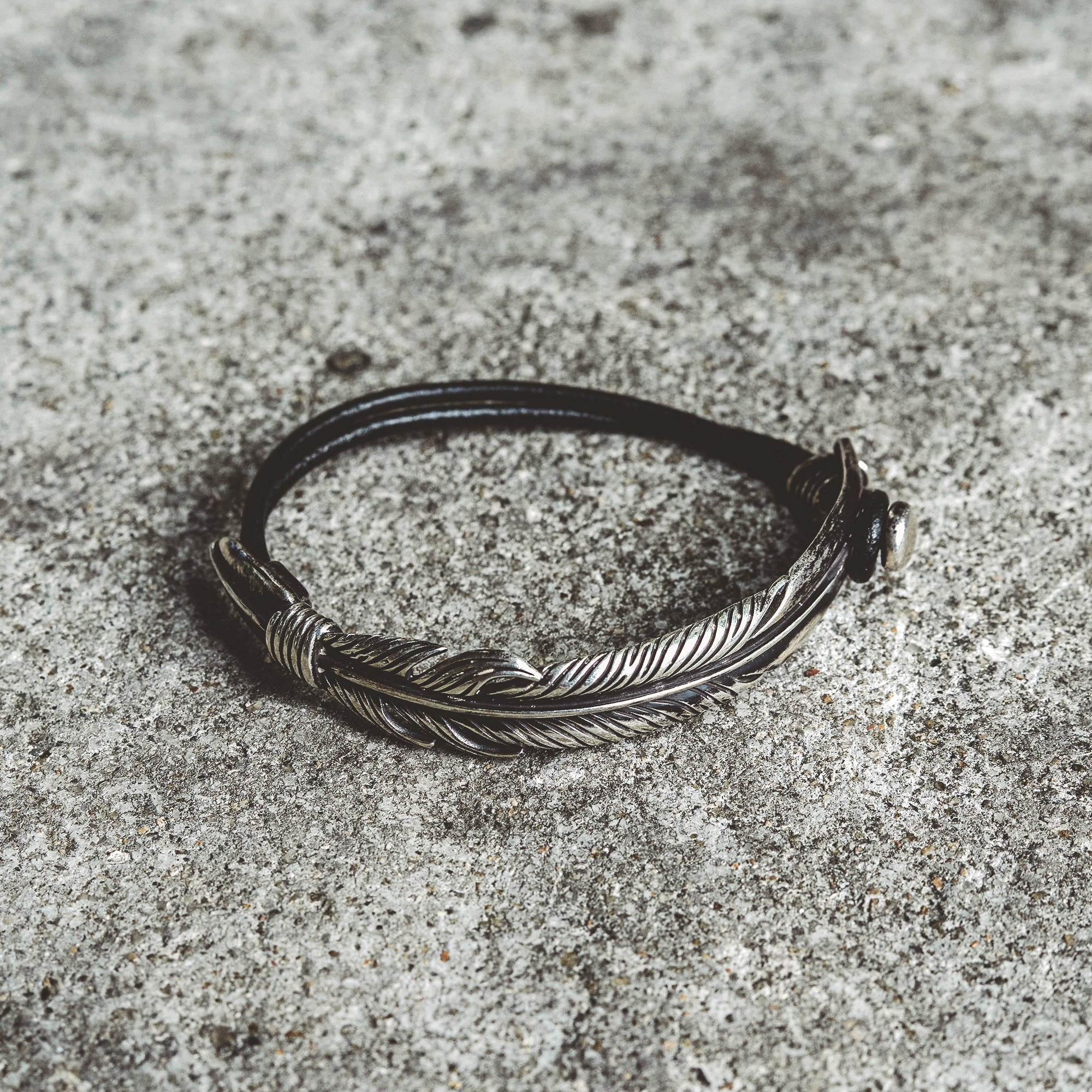 TERRAIN| Silver Bracelet with Feather Bar