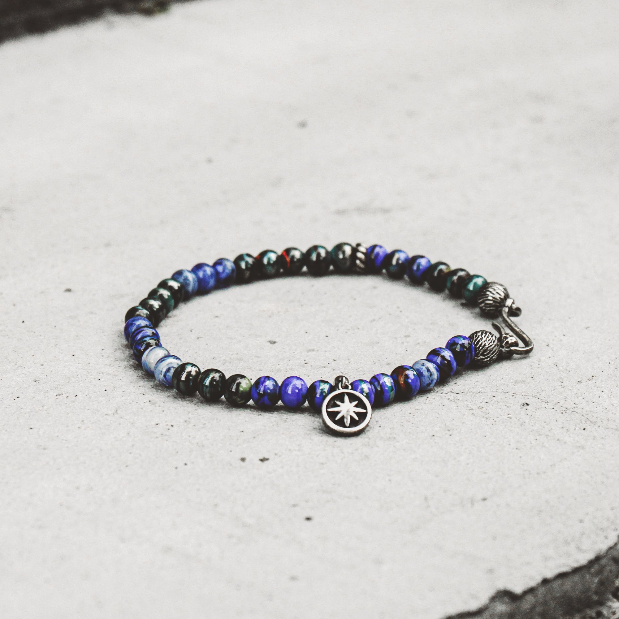 PACIFIC | Silver Bracelet with Black and Blue Murano Beads and Hook Clasp