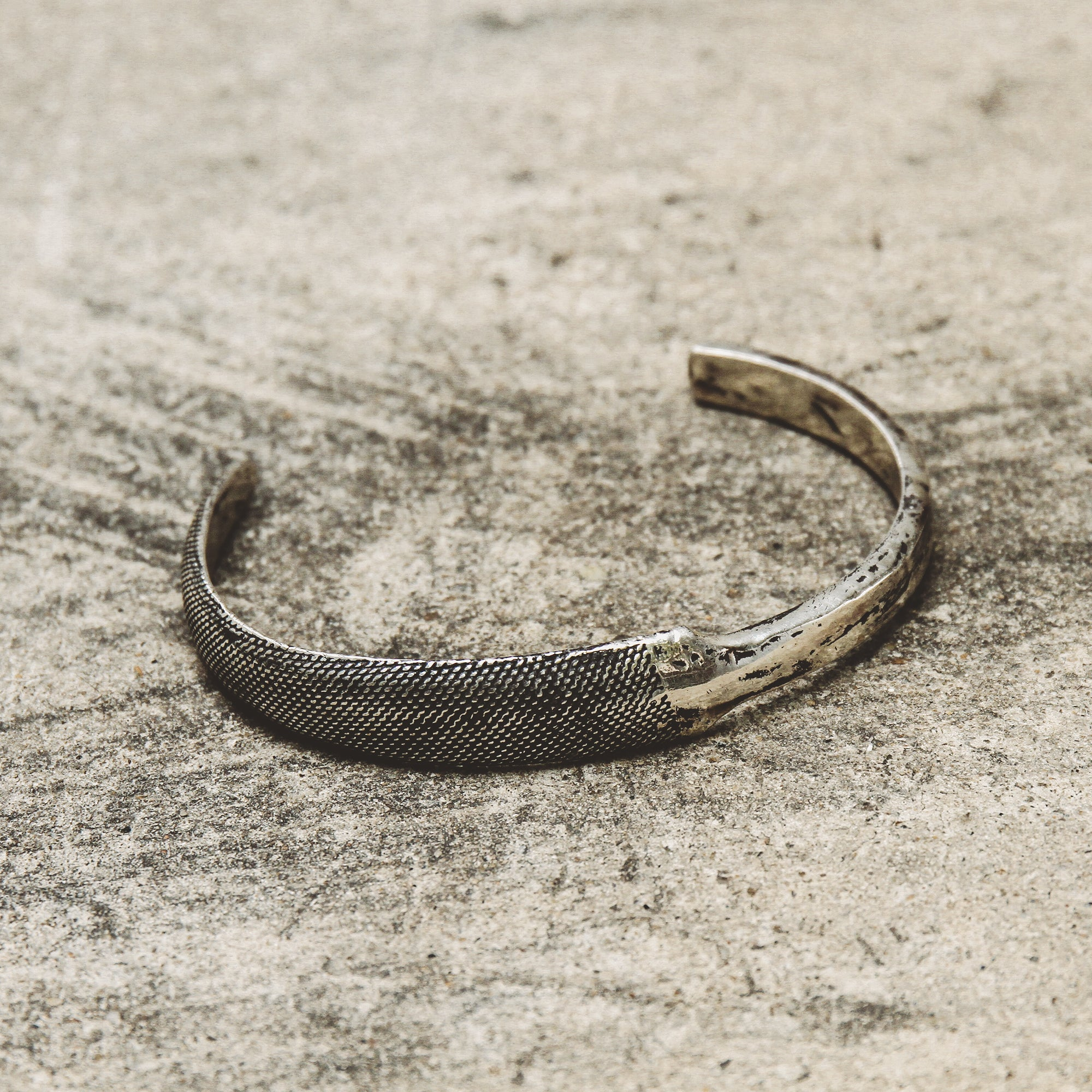 TIMELESS | Narrow Cuff Bracelet with Dual Texture