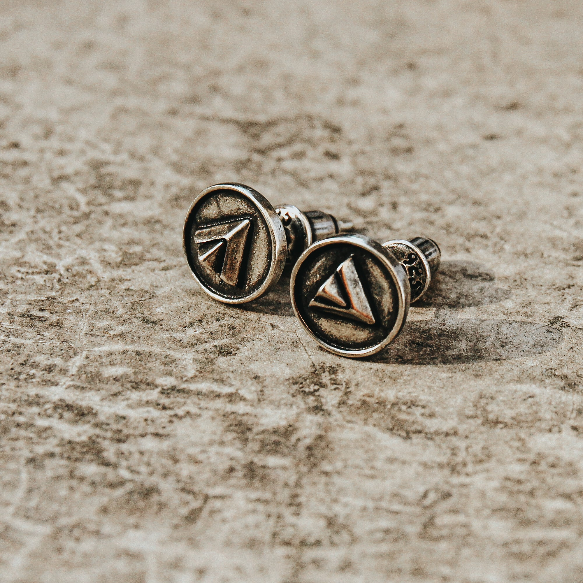 WHISPERER | Circular Stud Earrings with Triangle Imprint