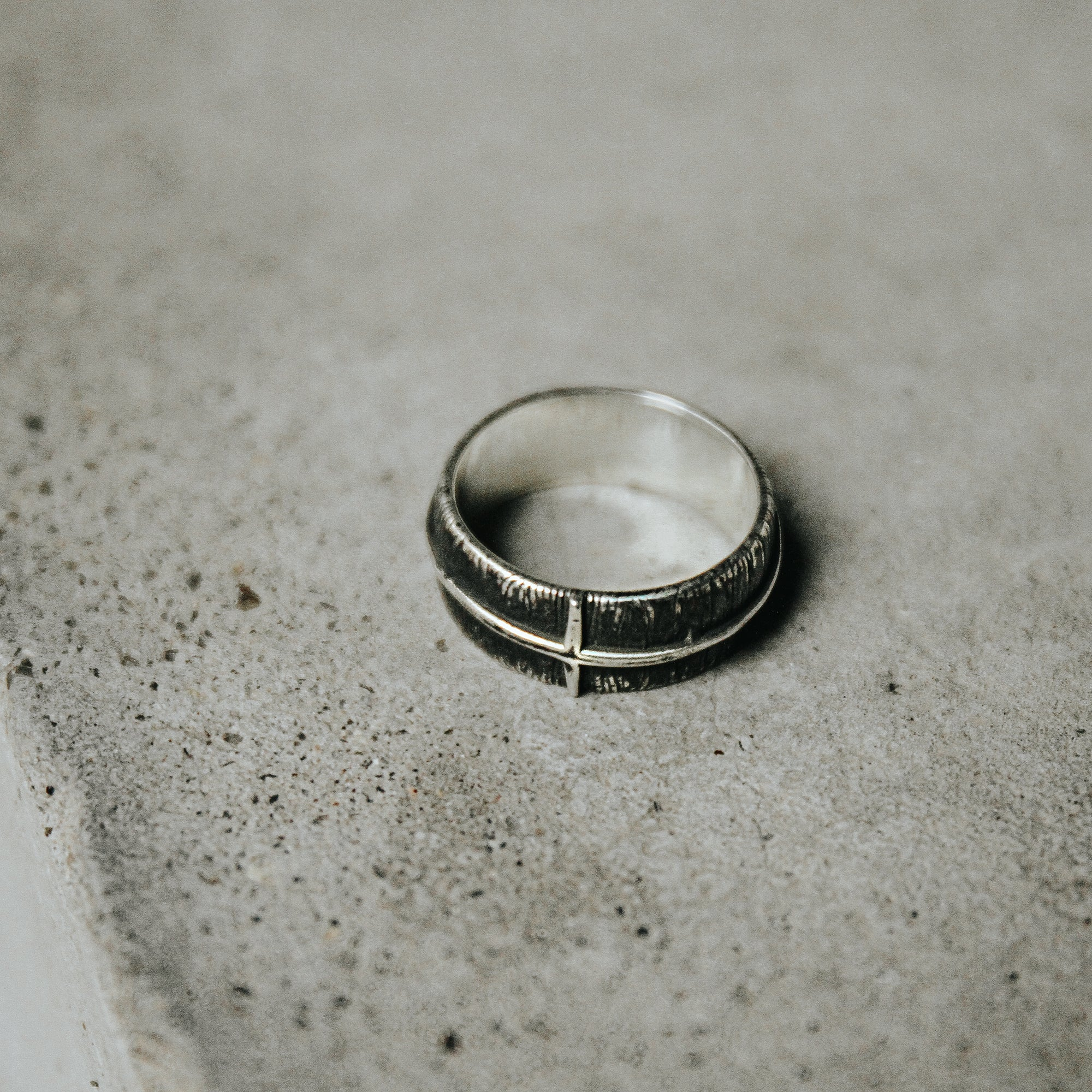 LUCAS | Textured Silver Band with Thin Cross