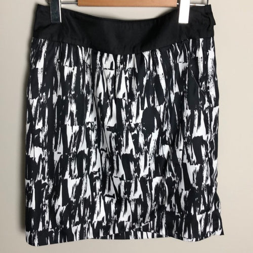 Banana Republic Factory Black and White Skirt Size 6