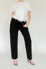 Load image into Gallery viewer, Levi's 501 Black Mid Rise Denim (M)