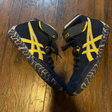 Load image into Gallery viewer, blue and yellow asics aggressor 2 wrestling shoes