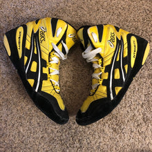 Load image into Gallery viewer, yellow asics intensity wrestling shoes