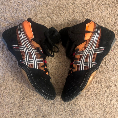 sample asics wrestling shoes