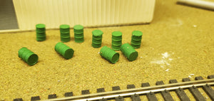 11578/A 10 Metal Drums Green HO Scale