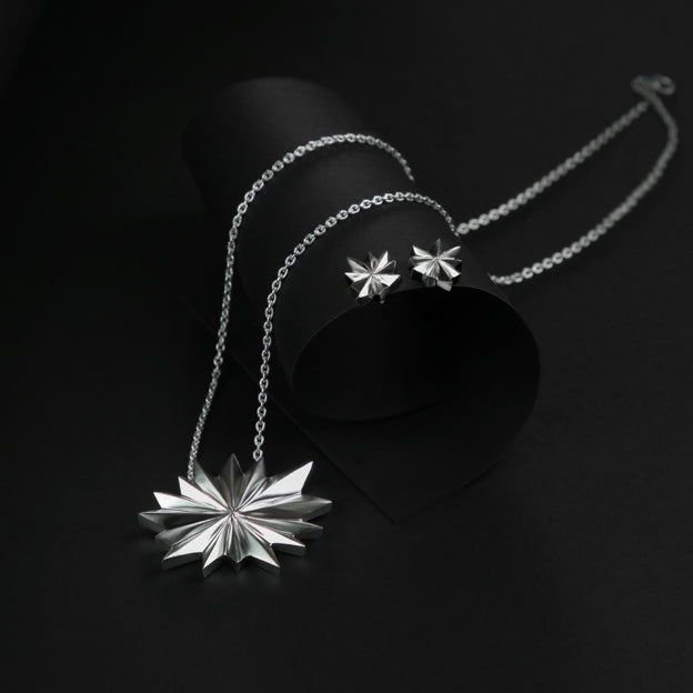 Single big star necklace