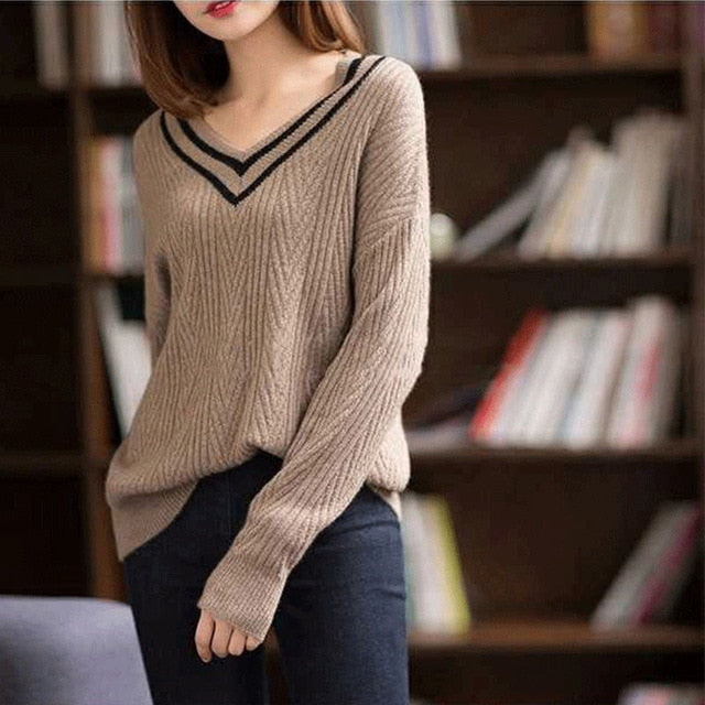Winter new cashmere sweater female V-neck contrast color sweater loose hooded lazy wind sweater solid color bottoming shirt