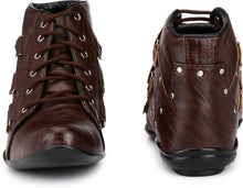 Load image into Gallery viewer, Dark brown studded trekking boots
