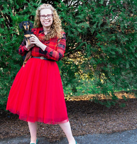 Lovely Karrie Stanfill is wearing a Midi Red Tutu tulle skirt to create this perfect daytime look. Karrie is ready for a day at work or a lunch with her girlfriends and will look fashionable the whole day with this midi skirt
